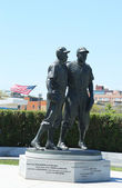 Jackie Robinson and Pee Wee Reese Statue in Brooklyn — Stock Photo