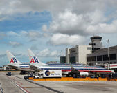 American Airlines planes at Miami International airport — Stock Photo