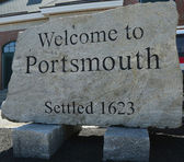Welcome to Portsmouth sign — Stock Photo