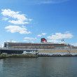 Queen Mary 2 cruise ship docked at Brooklyn Cruise Terminal — Stockfoto