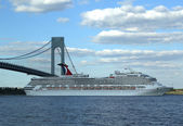 Carnival Glory Cruise Ship leaving New York — Stock Photo