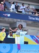第一夫人米歇尔 · 奥巴马鼓励孩子来保持活跃在阿瑟 · 阿什的孩子每天在比利 · 简 · 金国家网球中心 — 图库照片