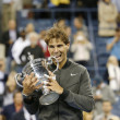 US Open 2013 champion Rafael Nadal holding US Open trophy during trophy presentation — Stock fotografie