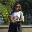 US Open 2013 champion Serena Williams posing with US Open trophy in Central Park — Stock Photo
