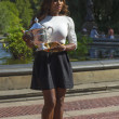 US Open 2013 champion Serena Williams posing with US Open trophy in Central Park — Foto de Stock