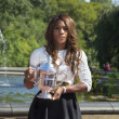 US Open 2013 champion Serena Williams posing with US Open trophy in Central Park — Stock fotografie