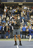 US Open 2013 champion Rafael Nadal holding US Open trophy during trophy presentation — Stock Photo