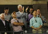 President Clinton applauding to seventeen times Grand Slam champion and US Open 2013 champion Serena Williams after her final match win — Stock Photo