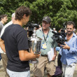 Foto Stock: US Open 2013 champion Rafael Nadal with US Open trophy surrounded by journalists during interview in Central Park