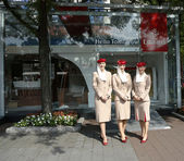 Emirates Airlines flight attendants at he Emirates Airlines booth at the Billie Jean King National Tennis Center during US Open 2013 — Stock Photo