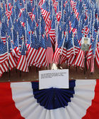 343 American Flags in the memory of FDNY firefighters who lost their life on September 11, 2001 — Stock Photo