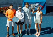 US Open 2013 mixed doubles finalists Santiago Gonzalez and Abigail Spears (left) and champions Max Mirniy and Andrea Hlavackova during trophy presentation — Стоковое фото