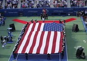 US Marines unfurl American flag at the opening ceremony before US Open 2013 women final match — Stock Photo