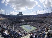 Areal weergave van arthur ashe stadion at de billie jean king national tennis center tijdens ons open 2013 — Stockfoto