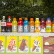 Soft beverages and ice cream at vendors cart in Central Park — Stock Photo #32283807