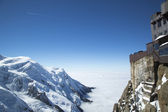 Chamonix terrace overlooking Mont Blanc massif at the mountain top station of the Aiguille du Midi (3842 m) in French Apls — Stock fotografie