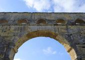 Arco del pont du gard, acueducto romano antiguo puente construir en el siglo i d.c. en sur france3. es una de las atracciones más populares de francia — Foto de Stock