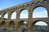 El pont du gard, construir puente antiguo acueducto romano en el siglo i d.c. en francia meridional — Foto de Stock