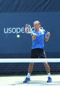 Professional tennis player Alexandr Dolgopolov from Ukraine practices for US Open 2013 — Stock Photo