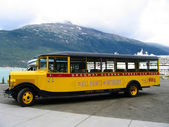 Skagway Alaska Street Car Tour bus at Skagway harbor in Alaska — Foto de Stock