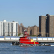 Tugboat Evening Mist in East River in New York — Stock Photo