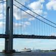 Queen Mary 2 cruise ship in New York Harbor under Verrazano Bridge — Stock Photo