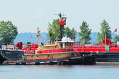 Tugboat Franklin Reinauer in Erie Basin in Red Hook section of Brooklyn — Stock Photo