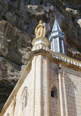 Notre Dame statue on top of the Notre Dame de Rocamadour chapel in Episcopal City of Rocamadour, France — Stock Photo
