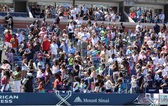Spectators standing at Arthur Ashe Stadium for American anthem performance during opening ceremony for Arthur Ashe Kids Day 2013 — Stock Photo