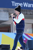 Singer Austin Mahone performs at the Arthur Ashe Kids Day 2013 at Billie Jean King National Tennis Center — Stock Photo