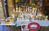 Local artisan produce store in Sarlat, France — 图库照片