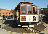 The famous San Francisco cable car on turnaround at Powell and Market Street — Stockfoto