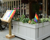 Restaurant in Manhattan welcomes customers of 43rd annual Pride Parade in New York — Zdjęcie stockowe