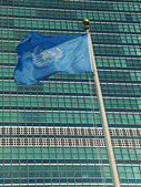 United Nations Flag in the front of UN Headquarter in New York — ストック写真