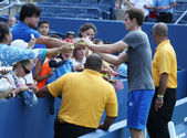 Two times Grand Slam Champion Andy Murray from United Kingdom signing autographs after practice for US Open 2013 at Billie Jean King National Tennis Center — Stock Photo