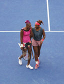 Grand Slam champions Serena Williams and Venus Williams during second round doubles match at US Open 2013 at Billie Jean King National Tennis Center — Стоковое фото