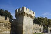 De muren rond de middeleeuwse stad van avignon, frankrijk — Stockfoto