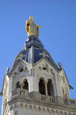 Statue of Mary on top of Chapel de la Vierge at Basilica of Notre Dame de Fourviere in Lyon, France — Stock Photo