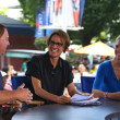 Americsportscaster Mary Carillo with guests during US Open 2013 at Billie JeKing National Tennis Center — Stockfoto #39821569