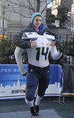 Unidentified Seattle Seahawks fan taken photo with Seahawks team uniform on Broadway during Super Bowl XLVIII week in Manhattan — Stock Photo