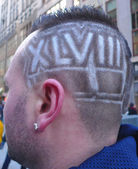 Unidentified football with Super Bowl XLVIII hair style in Manhattan — Stock Photo