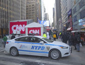 NYPD providing security on Broadway during Super Bowl XLVIII week in Manhattan — Stock Photo