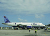 Jet Blue plane at Punta Cana International Airport, Dominican Republic — Stock Photo