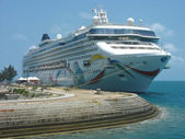 Norwegian Dawn Cruise Ship docked in Bermuda — Stock Photo