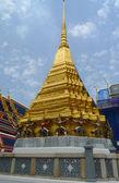 Wat Phra Kaew or Temple of the Emerald Buddha in Grand Palace in Bangkok — Stock Photo