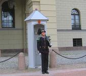 Royal Guard guarding Royal Palace in Oslo, Norway — Stock Photo