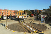 Cable car on turntable at Hyde and Beach Terminal in San Francisco — Stockfoto