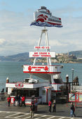 Pier 43 home of the Red and White Fleet at Fisherman's Wharf in San Francisco — Stock Photo