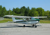 Cessna 172P plane in Hancock County Bar Harbor airport in Maine — Stock Photo