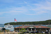 Bar Harbor Town Pier with whale watching boat in historic Bar Harbor — Stock Photo